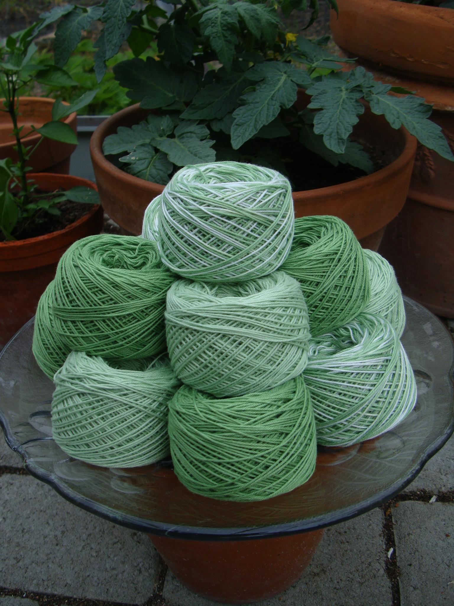 ekologiskt bomullsgarn handfärgat i gröna nyanser