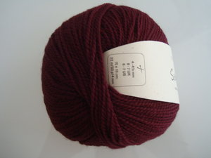 B C Garn Semilla nr 125 100% ekologisk ull vinröd
