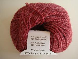 Onion no 4 FINO Organic Wool + Nettles 70% ekologisk ull & 30% nässlor röd nr 808
