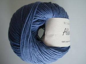 B C Garn Alba 100% ekologisk bomull duvblå nr 24