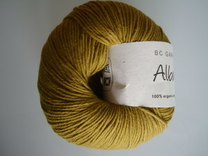 B C Garn Alba 100% ekologisk bomull oliv nr 27