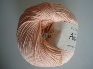 B C Garn Alba 100% ekologisk bomull puder nr 33