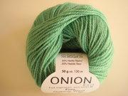 Onion no 4 FINO Organic Wool + Nettles 70% ekologisk ull & 30% nässlor ljusgrön nr 825