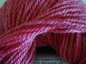 Onion no 4 FINO Organic Wool + Nettles 70% ekologisk ull & 30% nässlor cerise nr 813